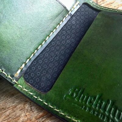 Leather Wallet  – THE GALWAY: VERTICAL SNAP WALLET – EMERALD GREEN